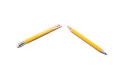 在白色背景的残破的铅笔 免版税库存图片