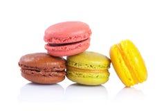 在白色背景的法国蛋白杏仁饼干 免版税库存图片