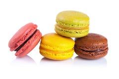 在白色背景的法国蛋白杏仁饼干 免版税图库摄影