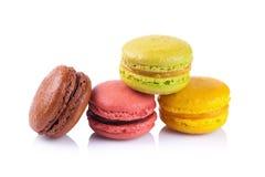 在白色背景的法国蛋白杏仁饼干 库存照片