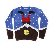 在白色背景的温暖的圣诞节毛线衣 库存图片