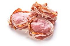 在白色背景的烟肉包裹的猪肉内圆角 免版税库存照片