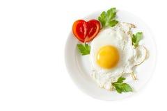 在白色背景的煎蛋 免版税图库摄影