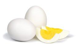 在白色背景的煮沸的鸡蛋 免版税库存图片