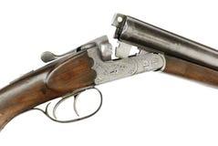 在白色背景的狩猎步枪 免版税库存图片