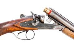 在白色背景的狩猎步枪 免版税库存照片