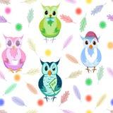 在白色背景的猫头鹰无缝的样式 与可爱的猫头鹰之子的五颜六色的背景用不同的姿势 现代平的传染媒介 库存例证