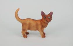 在白色背景的猫雕塑 图库摄影