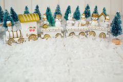 在白色背景的玩具火车圣诞节的 库存图片