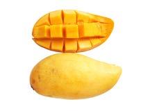 在白色背景的甜成熟芒果 免版税图库摄影