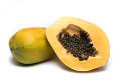 在白色背景的甜番木瓜 免版税图库摄影