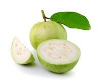 在白色背景的番石榴热带水果 免版税库存图片