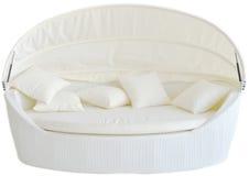 在白色背景的白色现代室外沙发 免版税库存照片