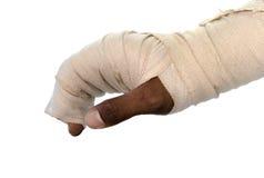 在白色背景的白色医学绷带伤害手 免版税图库摄影