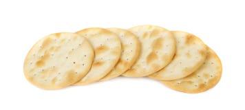 在白色背景的盐味的薄脆饼干 库存照片