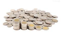 在白色背景的硬币步 免版税库存照片