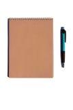 在白色背景的笔记本和笔 免版税库存照片