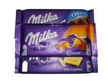 在白色背景的米尔卡巧克力 免版税库存照片
