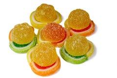 在白色背景的糖果橘子果酱。 库存照片