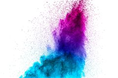 在白色背景的紫色蓝色粉末爆炸 免版税图库摄影