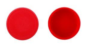 在白色背景的红色塑料盖帽 免版税库存图片