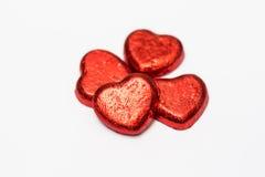 在白色背景的红色心脏巧克力糖孤立 免版税图库摄影