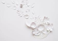 在白色背景的纸花 库存照片