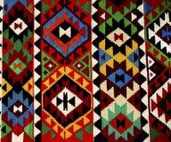 在白色背景的美丽的东方土耳其手工制造地毯 免版税图库摄影