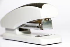 在白色背景的美丽的塑料白色订书机 库存照片