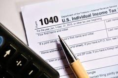 在白色背景的美国报税表1040 免版税库存图片