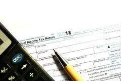 在白色背景的美国报税表1040 免版税库存照片