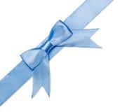 在白色背景的美好的蓝色弓 免版税库存图片