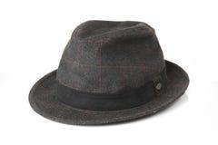 在白色背景的老灰色帽子 库存图片