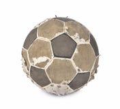 在白色背景的老足球 库存图片