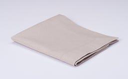 在白色背景的自然亚麻布餐巾 库存图片
