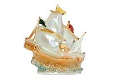 在白色背景的船 免版税库存照片