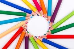 在白色背景的色的铅笔 免版税库存图片