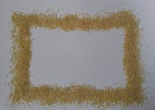 在白色背景的芝麻籽 轻的纹理 顶视图 查出在白色 食物 库存图片