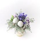 在白色背景的花花束 免版税库存照片