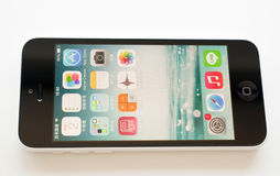 在白色背景的苹果计算机iPhone 库存照片