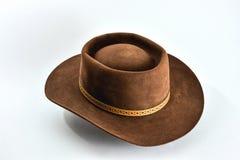 在白色背景的葡萄酒棕色牛仔帽 免版税库存照片