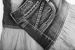 在白色背景的蓝色牛仔布裙子 免版税库存照片