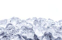 在白色背景的被击碎的冰 免版税图库摄影