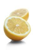 在白色背景的被对分的柠檬 免版税库存照片