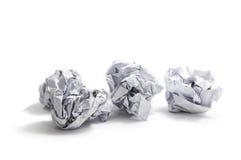 在白色背景的被弄皱的纸球 免版税库存照片