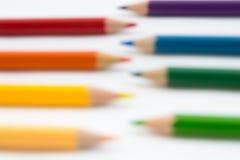在白色背景的被弄脏的颜色铅笔 免版税库存图片