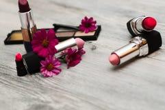 在白色背景的被隔绝的化妆用品 构成概念 免版税库存照片
