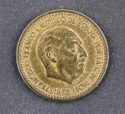 在白色背景的西班牙货币弗朗西斯科・佛朗哥una比塞塔 免版税库存照片