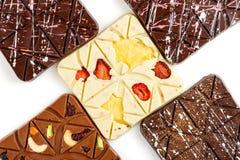 在白色背景的豪华手工制造巧克力块 免版税库存图片
