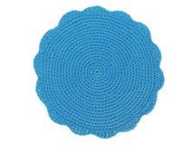 在白色背景的钩针编织蓝色位置字块 免版税库存图片
